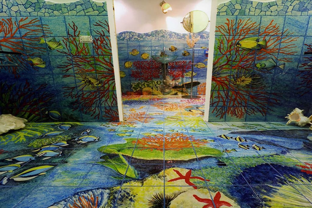 Nice bathroom with hand-painted sea design and shower rock at villa in Torca of Sant'Agata sui due Golfi