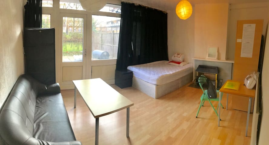 Large Double with Private Garden & Sofa @BrickLane - Lontoo - Talo