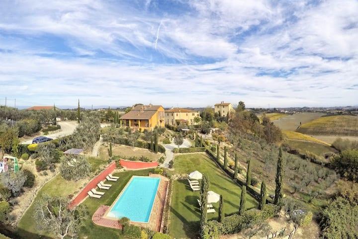 Classic Tuscany | Family estate | Corte Elsa