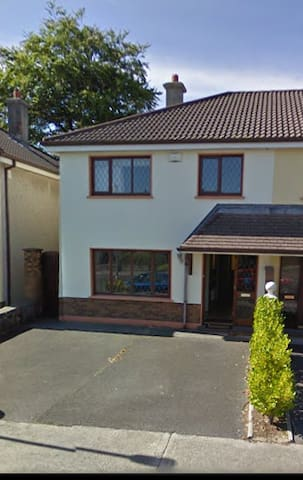 Semi detached Family home in Galway City - Galway - House