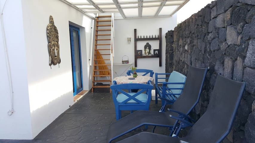 Private bungalow 100 metres from sea!