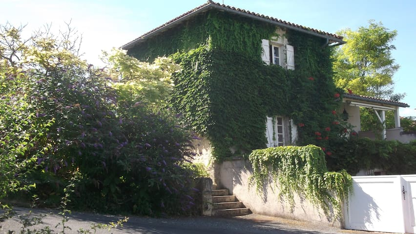 La Forge - Brel - Lusignac - Bed & Breakfast