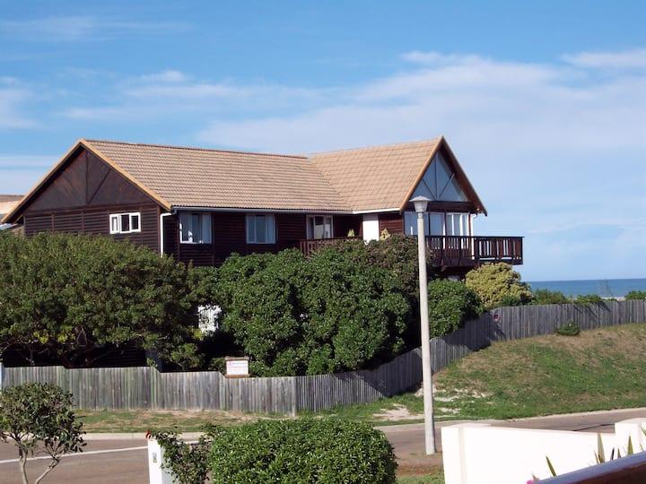 FUN, FAMILY FRIENDLY, LARGE BEACHY RESORT HOUSE !!