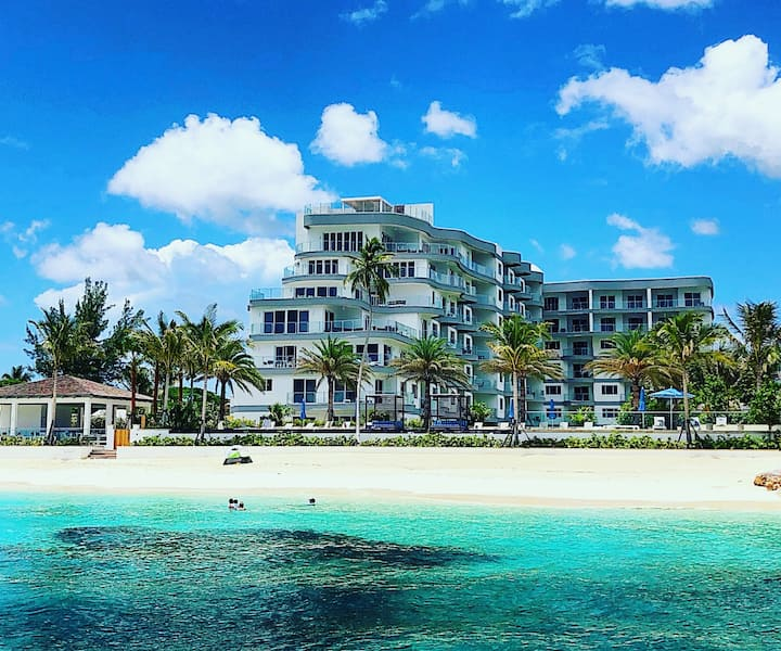 Stunning 2 Bedroom Cable Beach Condo