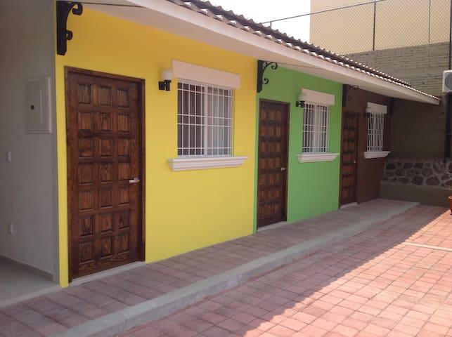 HOSTAL DE COLORES (naranja)