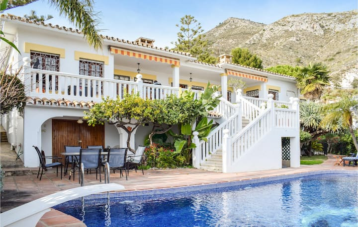Awesome home in Arroyo de La Miel with Outdoor swimming pool, WiFi and 4 Bedrooms