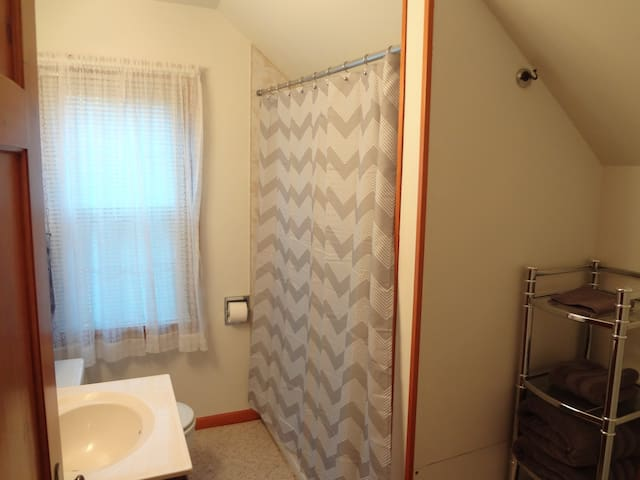 Fully Furnished 1 Bedroom Apartment - Deadwood - Apartment