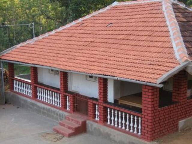 Independent Estate Cottage near Suntikoppa