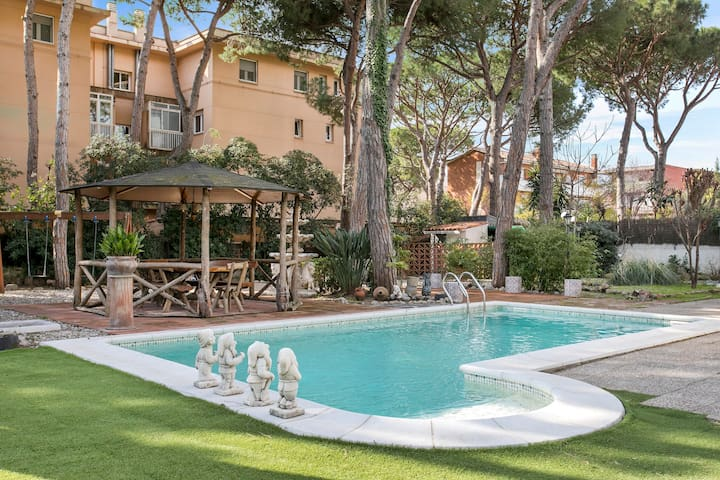 Catalan Villa, private pool&garden close to beach