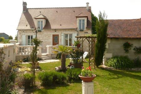 Aux Jardin's de la Bosnière - Cussay - Rumah