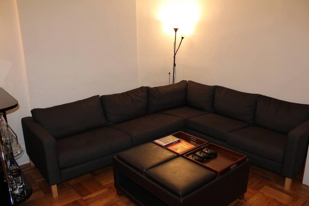 Living Room / Ottoman