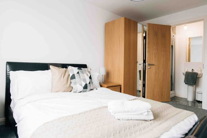 Stylish and Central Apartment in heart of City(A6)