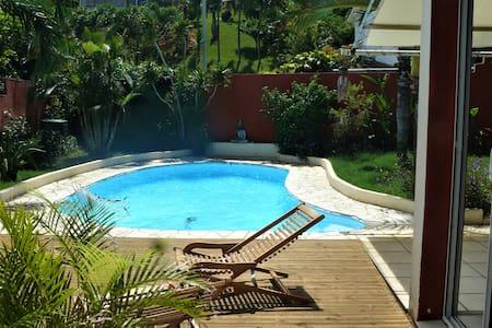 Chambre 2 personnes piscine vue mer avec petit déj