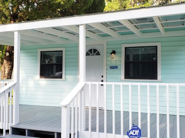 Crystal Cottage - Crystal River, Florida
