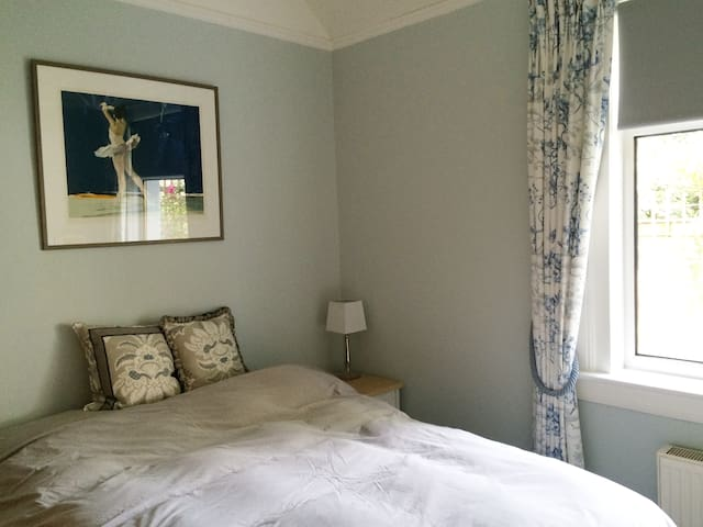 Lovely double room in quiet location.