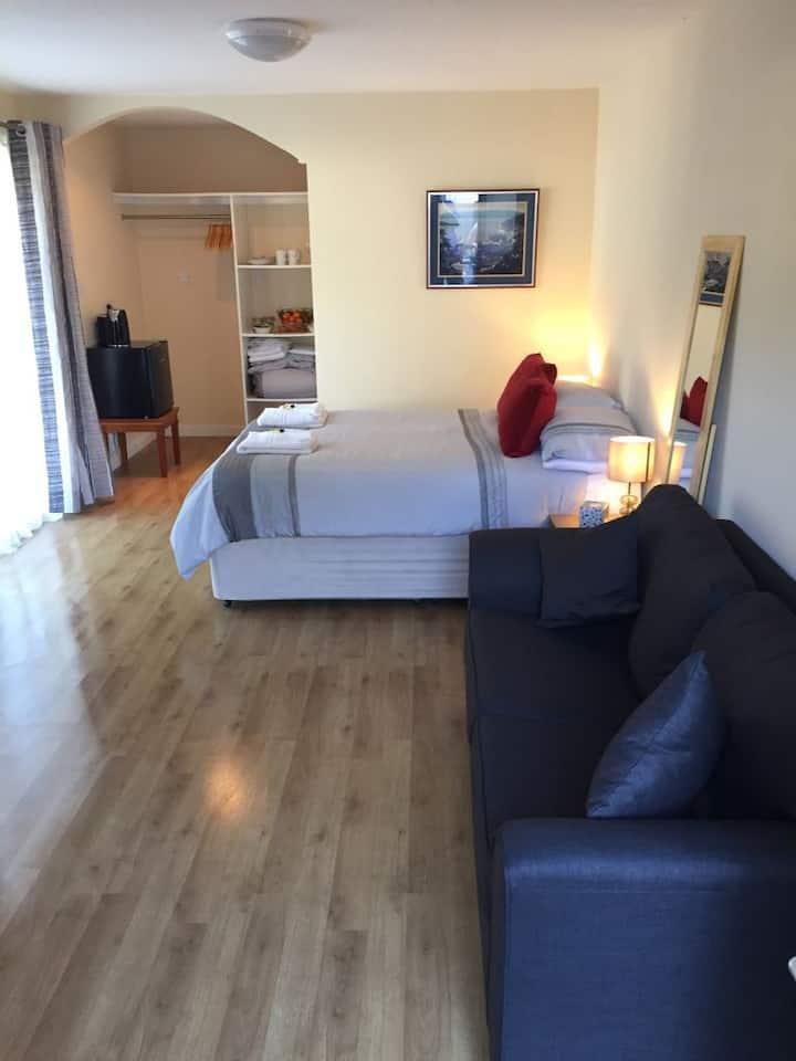 Suite No.5, Soroba House