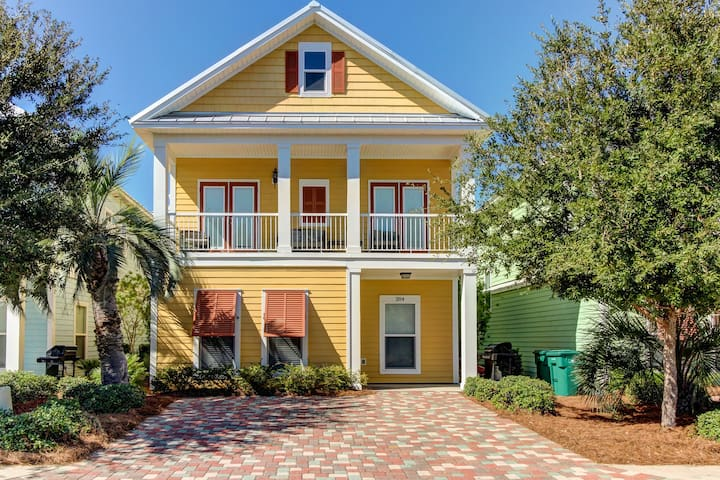 Spacious, stylish home with shared pool access only a short walk from the beach!