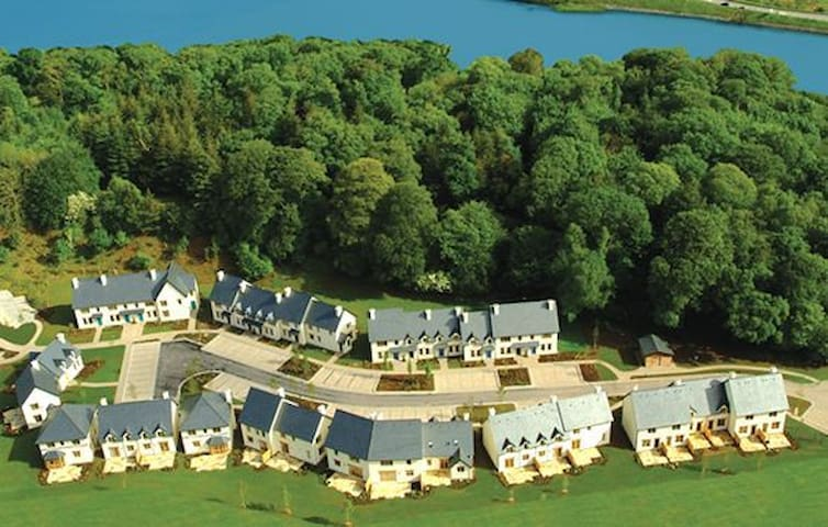 Fota Island 3 Bedroom Superior Courseside Lodges Sleeps 6, Fota Island Resort, Cork - Fota Island - Rumah