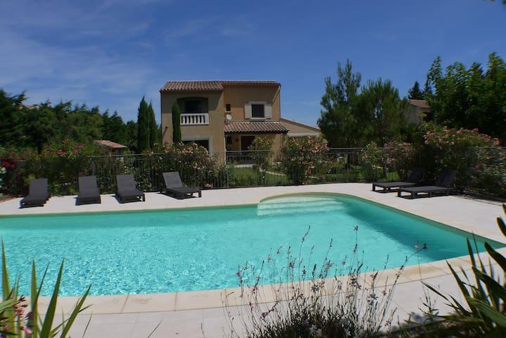 Vue maison de la piscine