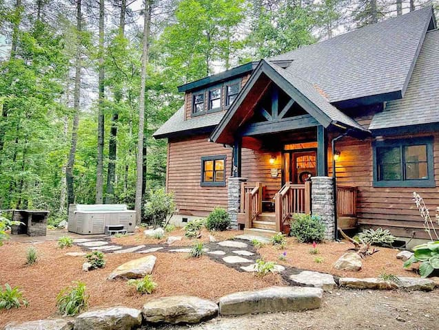 The Cottage at Logan Creek, Great Amenities!