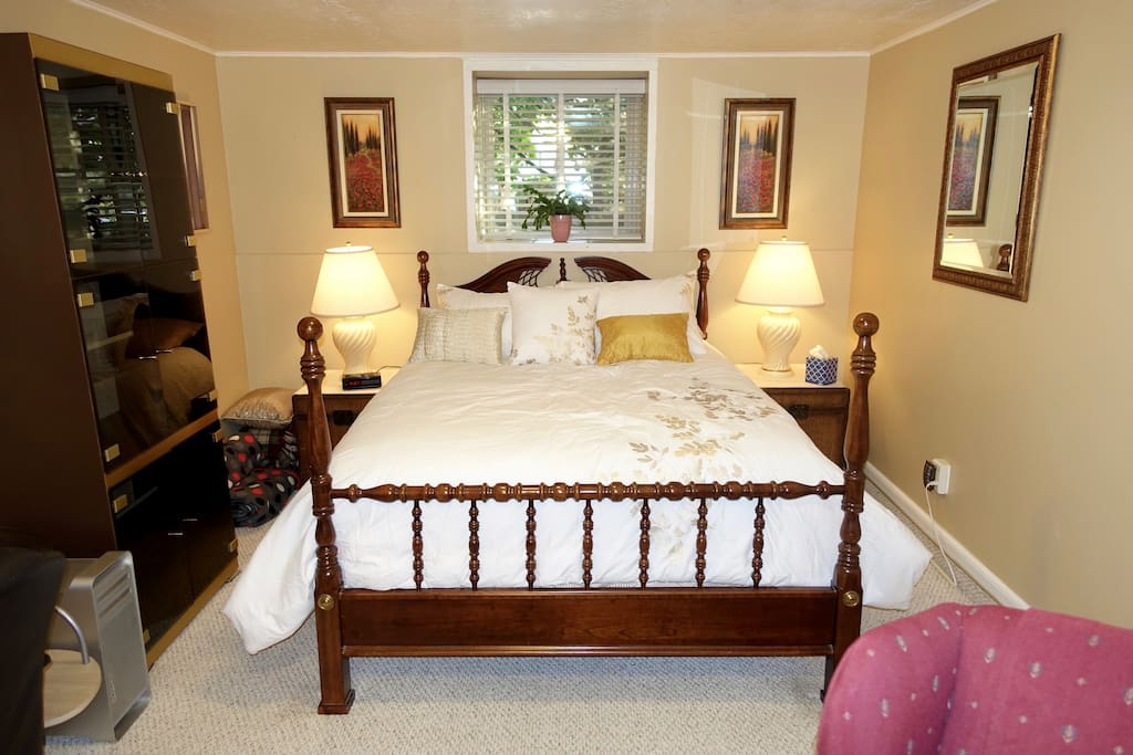Great comfortable bed with fine linens.