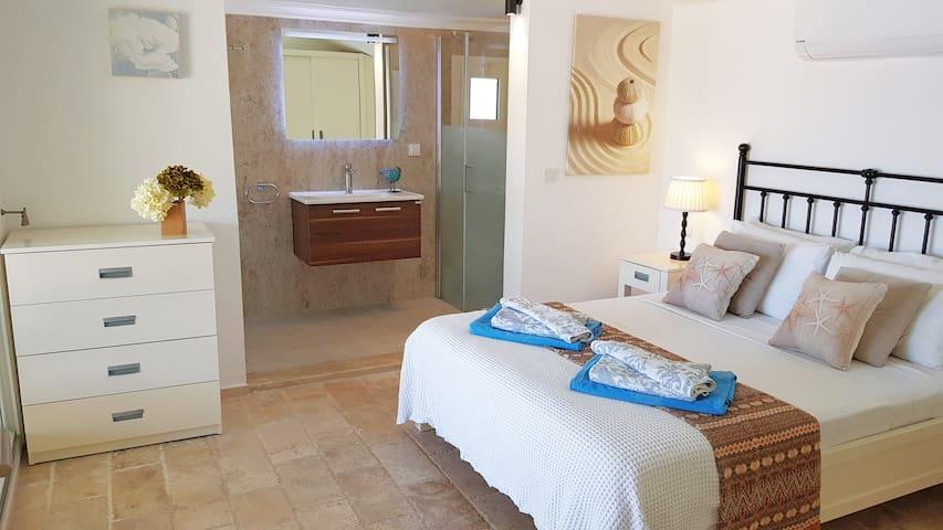 Villa Bella, Bedroom 1 with ensuite new bathroom