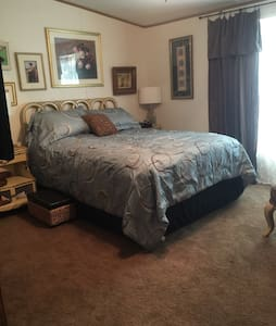 Master suite & dog Friendly too! - Salina