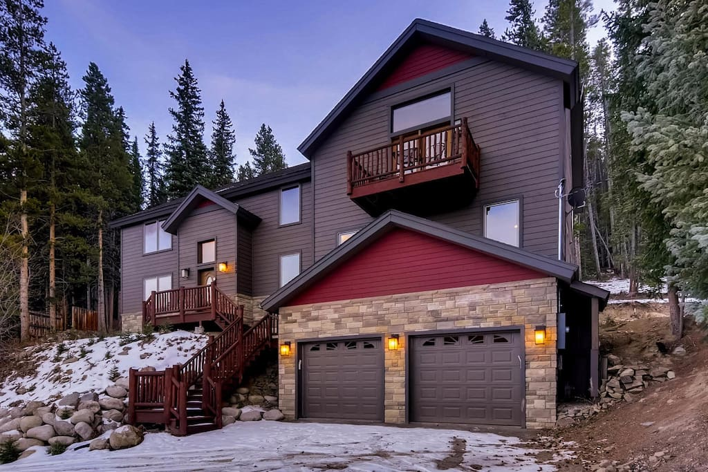 Wonderful 5 bedroom, 4 bathroom home only 2.5 miles from downtown Breckenridge.