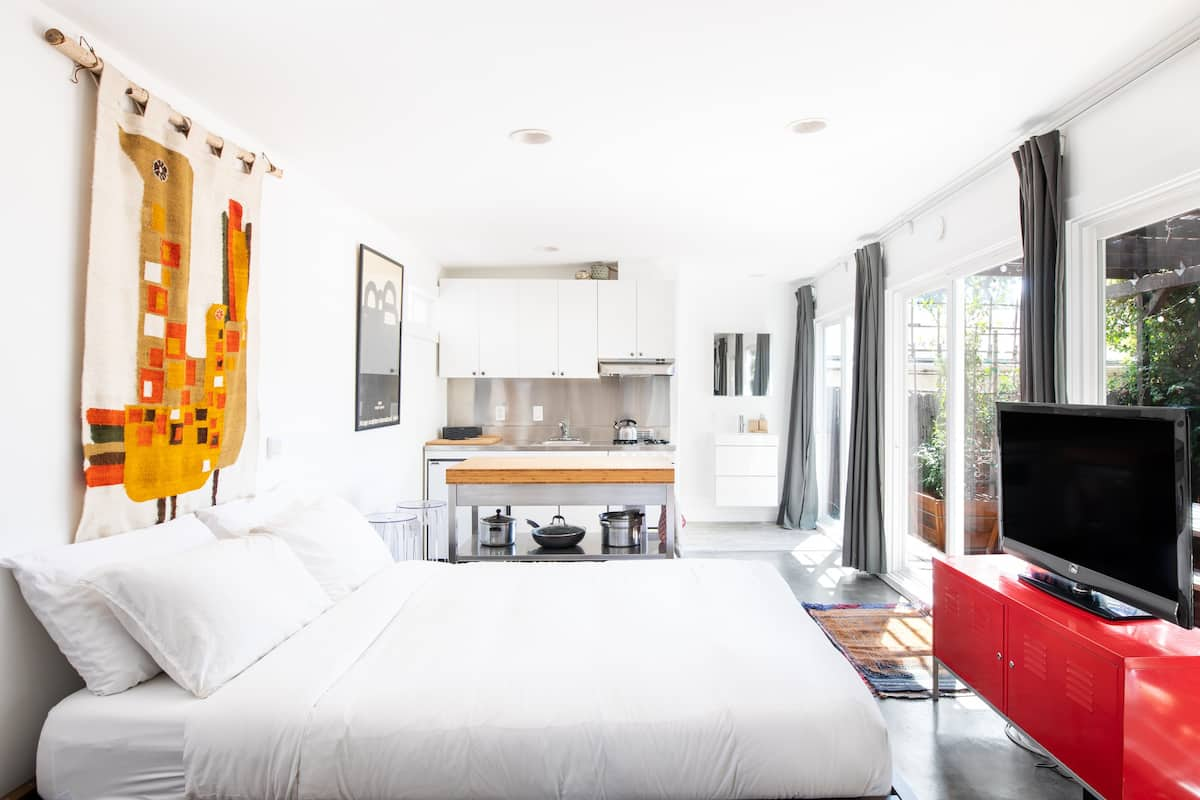 Walk to Hip Restaurants from a Cool Silver Lake Bungalow