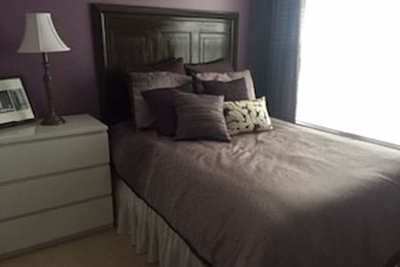 Private upstairs bedroom/bathroom with bonus room - Lowell