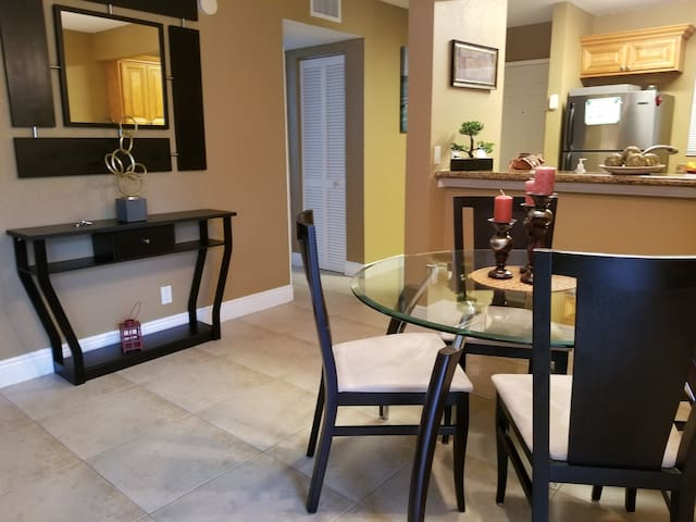 Cozy Hibiscus West Palm Beach 2 bedroom condo.