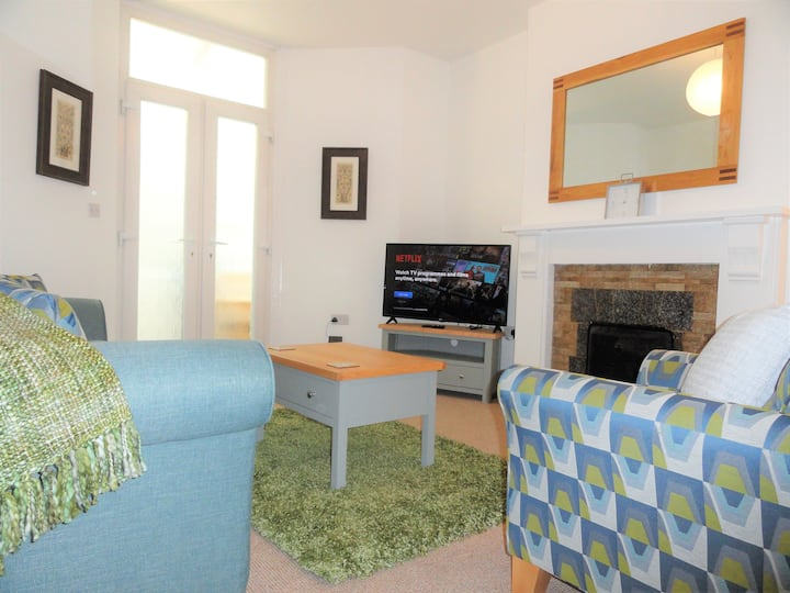 Homely, bright & well appointed Priory Apartment