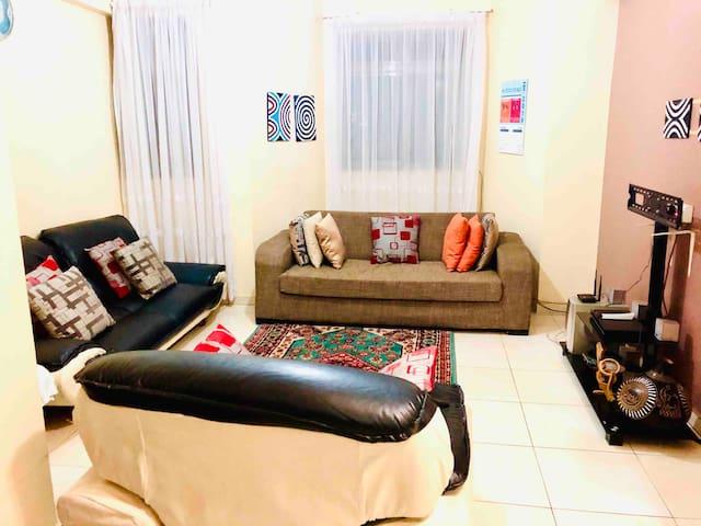 Makerere Cozy 2brm Apartment 5mins frm City center