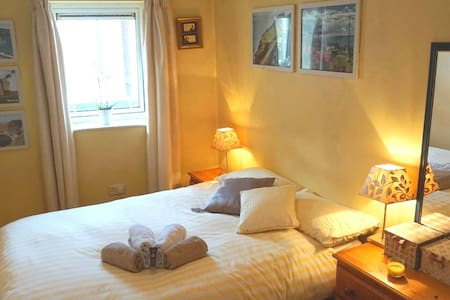Central location, cozy double room - Cork