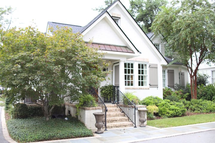 Charming Heathwood home-ideal location in the city