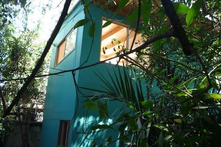 Loft privado, en casa y al lado de Parque.