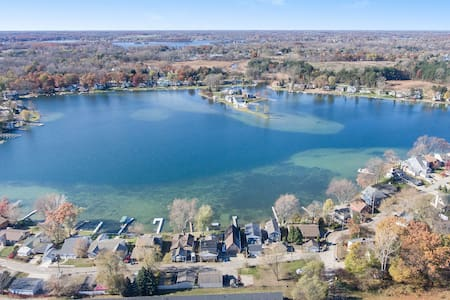 All Sport Lake Fenton Luxury Retreat