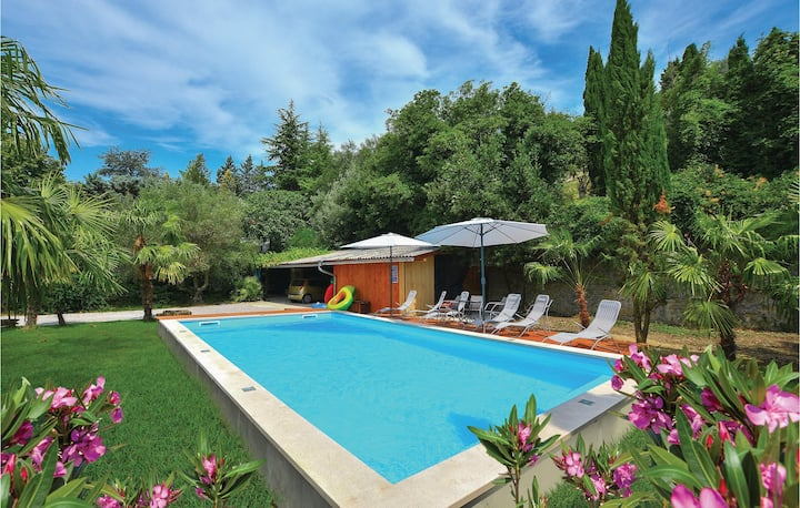 Amazing home in Portoroz with WiFi and 6 Bedrooms
