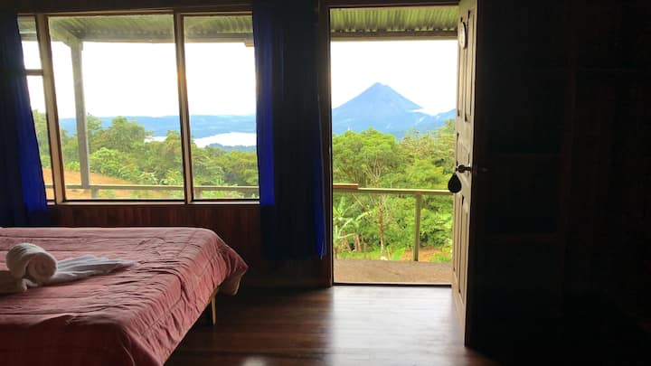 Vista del Volcan desde Monteverde