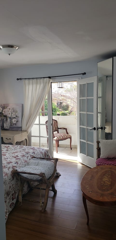 **La Suite Paris w/ Prvt Balcony.In ♡ of HLYWD**
