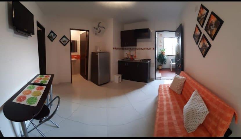 Apartamento a solo 3 cuadras de la Playa! (202)