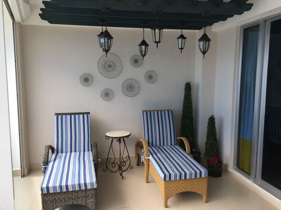 Comfy lounge chairs under a Moroccan-style ceiling
