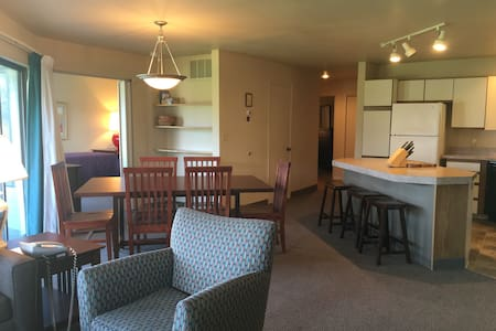 Lake Chelan 2 Bedroom Condo in Wapato Point!!