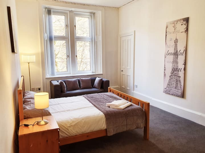 Spacious, 3 Bed Apartment - *Long Stay Discount*