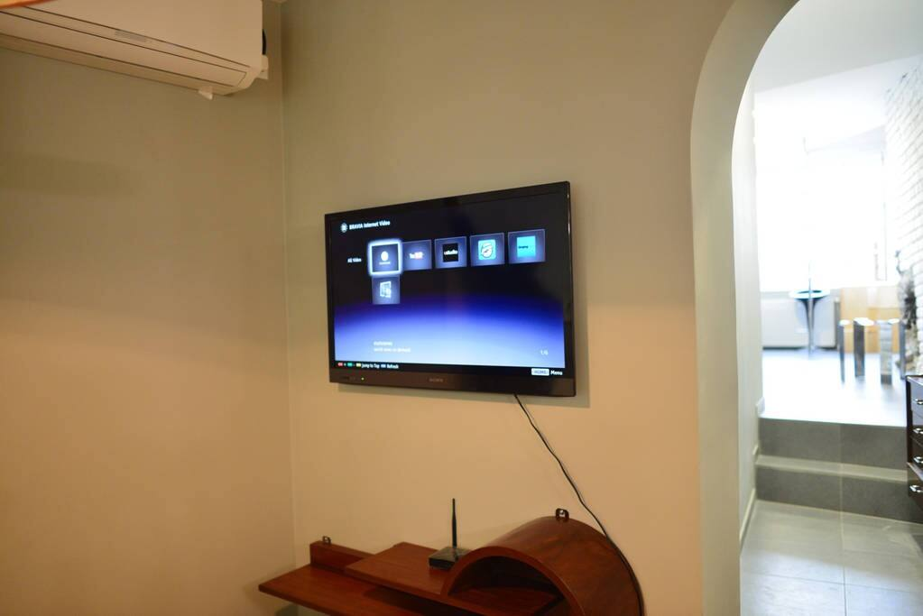 TV with 200 channels