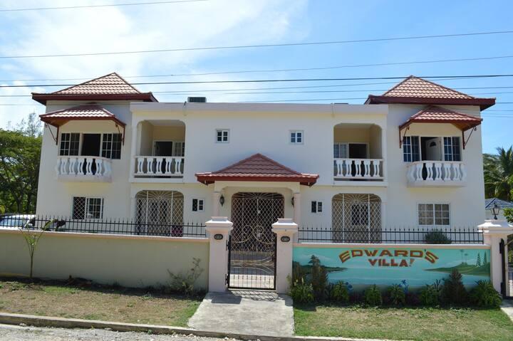 Edwards Villa/Apartment Runaway Bay