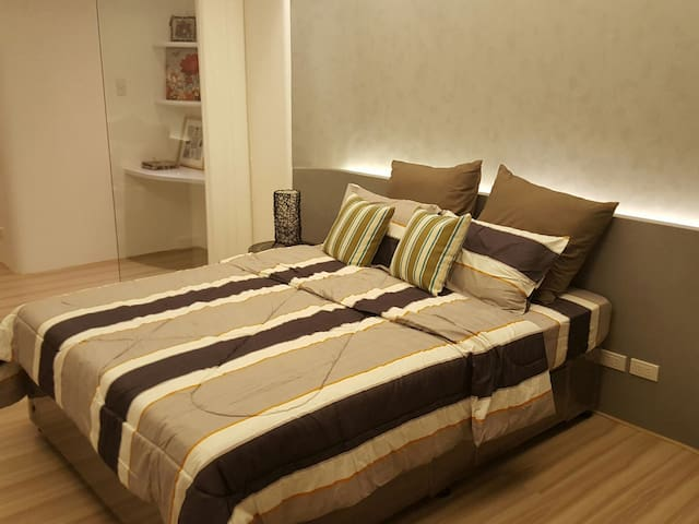 Fully Furnished Condo for 2 beside Shangri-la Mall