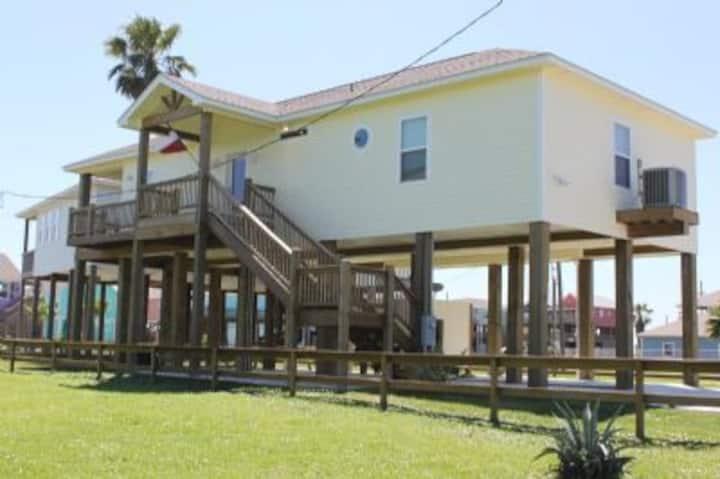Quaint 3 bedroom beach house with easy beach access - A Salty Suite