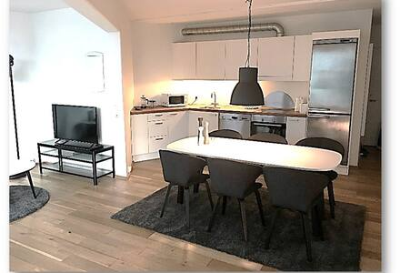 Beautiful, cozy apartment near metro and shopping - København