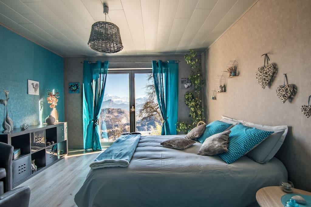 Vue exceptionnelle sur le Mont-Blanc  et les montagnes. Calme et tranquillité assurés.